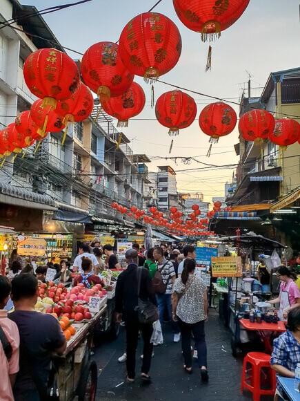 Marktstände in Chinatown in Bangkok