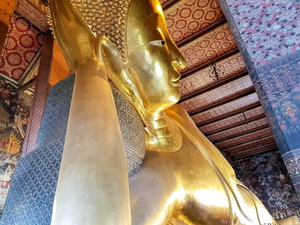liegender Buddha Wat Pho - goldene Buddhastatue