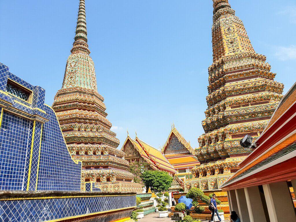 Wat Pho - Bangkok Blick auf zwei der großen Chedis
