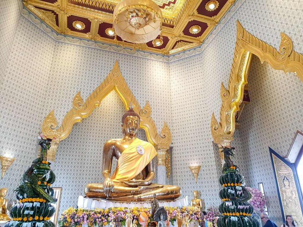 goldene, sitzende Buddha-Statue im Wat Traimit Bangkok