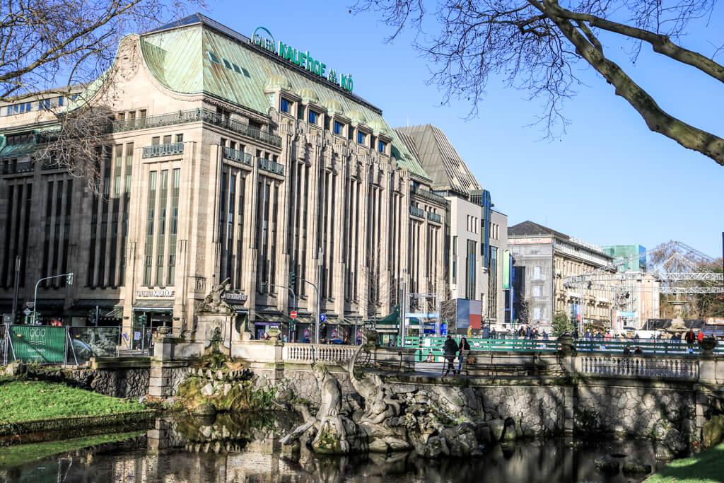 historisches Gebäude an der Königsallee