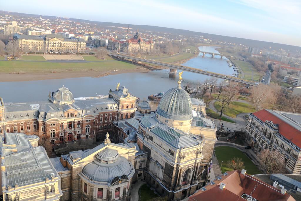 Ausblick von der Frauenkirche mit Blick über die Elbe