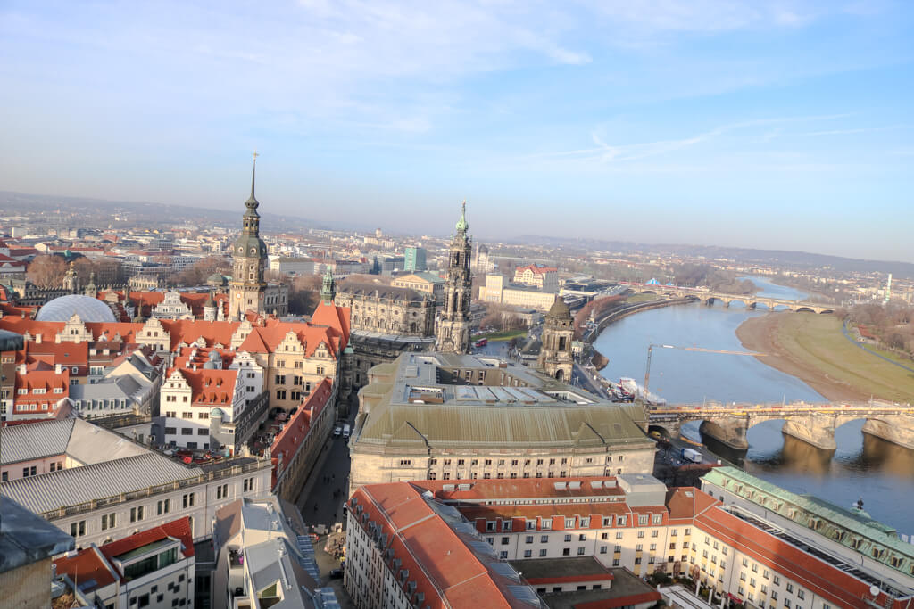 Ausblick über Dresden - links die Elbe, rechts die Stadt