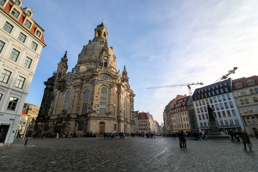 Dresdener Frauenkirche in der Mitte des Neumarkts