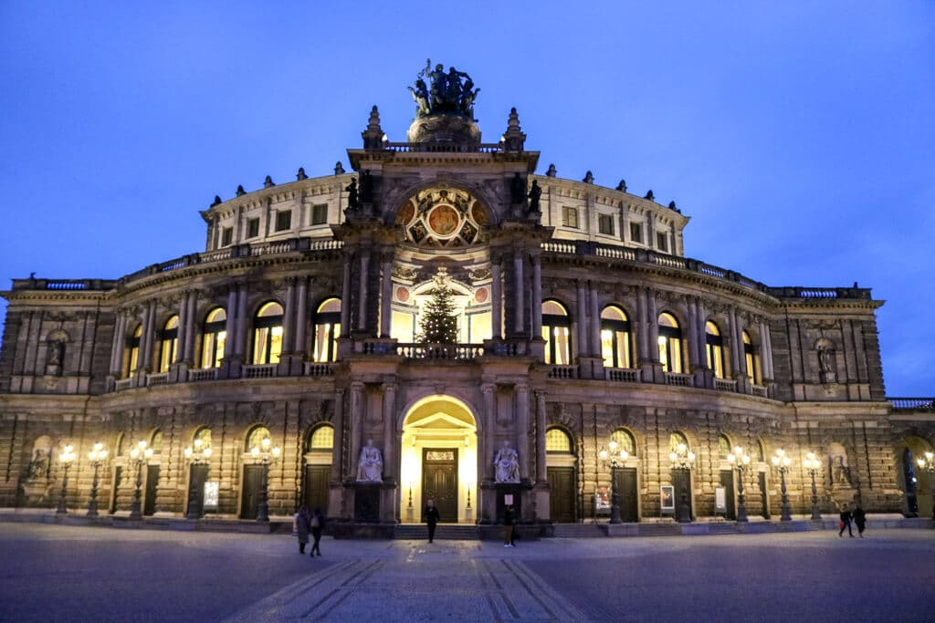 Semperoper am Abend