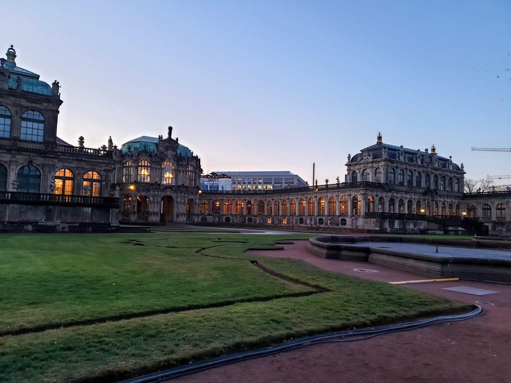 Zwinger Dresden im Morgengrauen