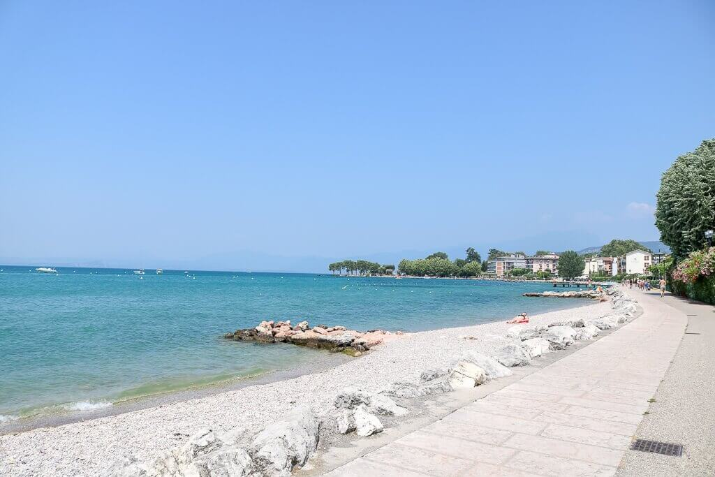 Uferpromenade rechts, links der Gardasee