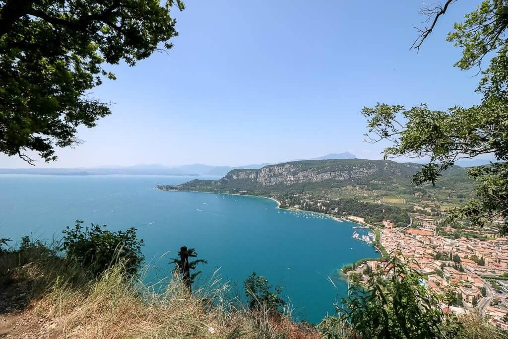 Aussicht auf den Gardasee vom Aussichtspunkt La Rocca