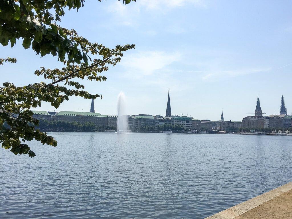 Hamburg - Binnenalster mit Blick auf den Jungfernstieg