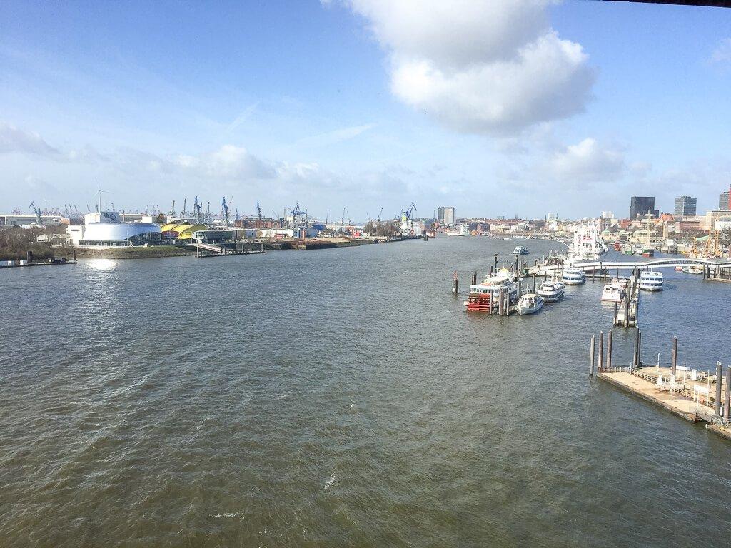 Hamburg - Ausblick auf den Hafen vom Plaza der Elbphilharmonie