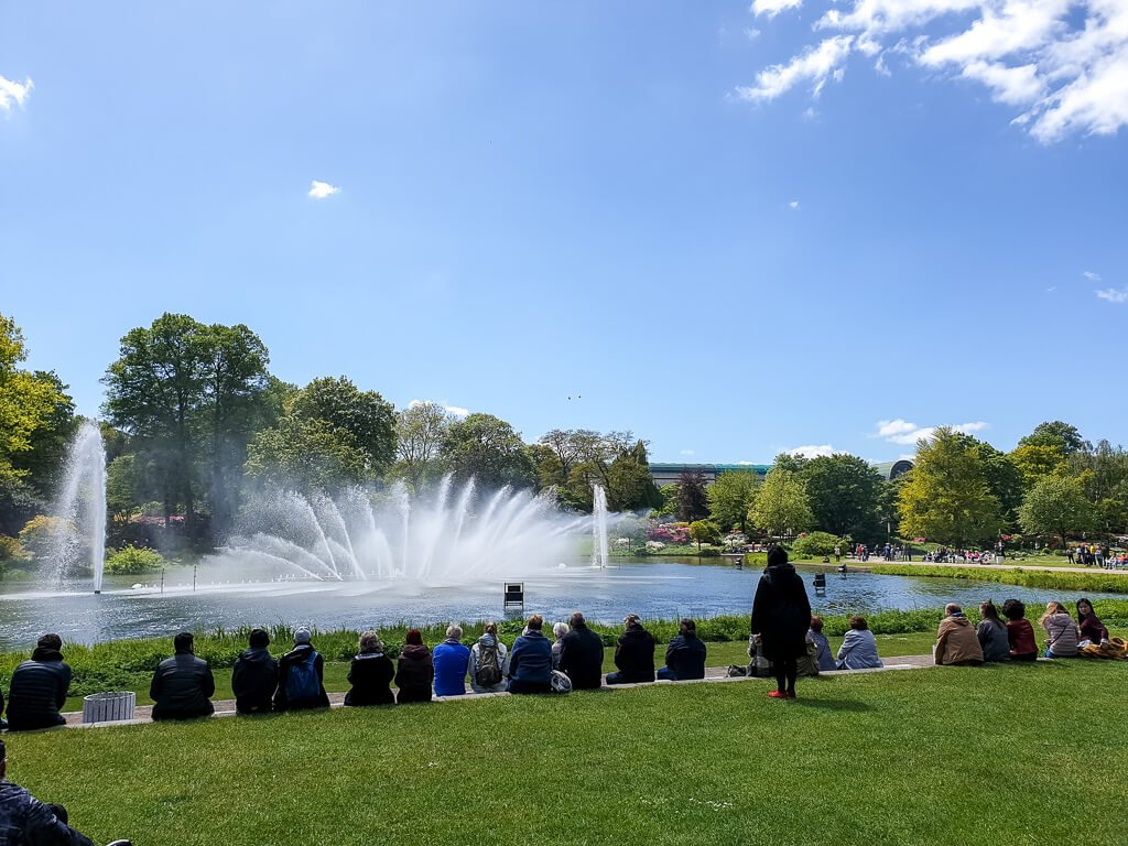Hamburg - Wasserspiele - Wasserfontänen im Park