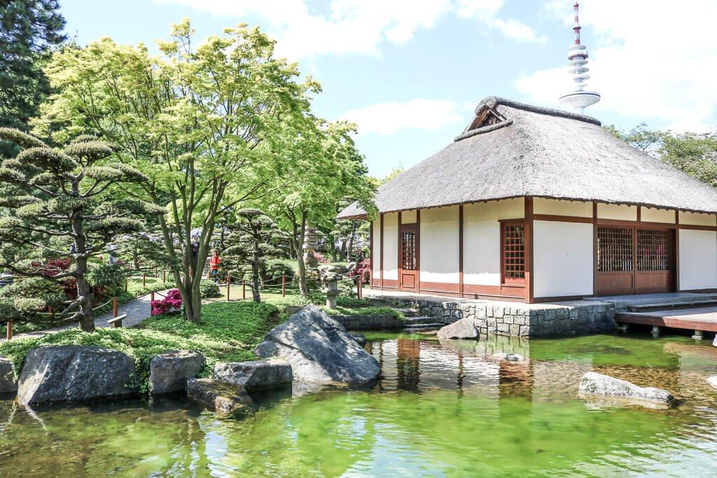 Hamburg - Planten un Blomen - Japanischer Garten mit Teehaus und See