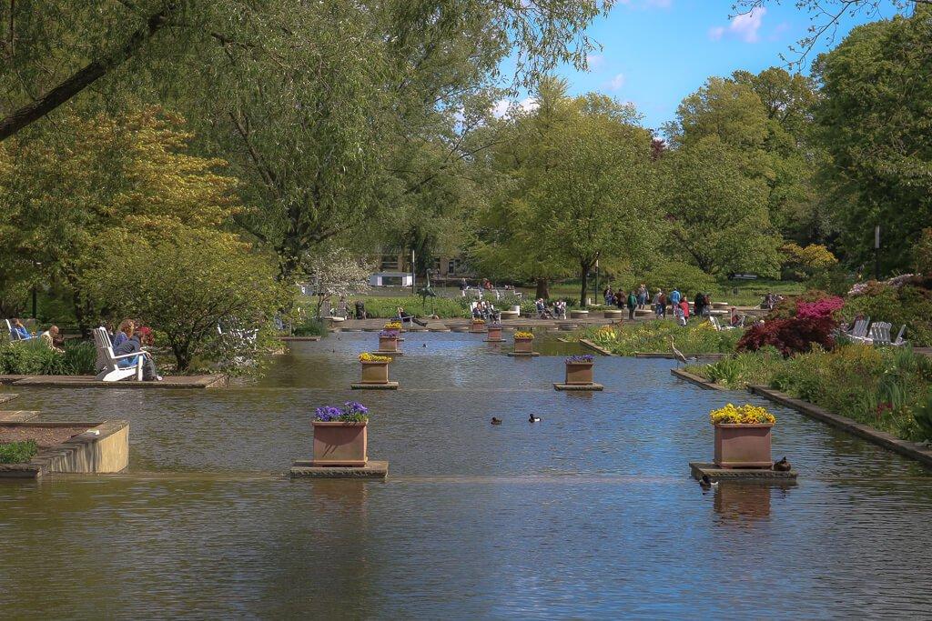 Hamburg - Planten un Blomen - See mit Blumen