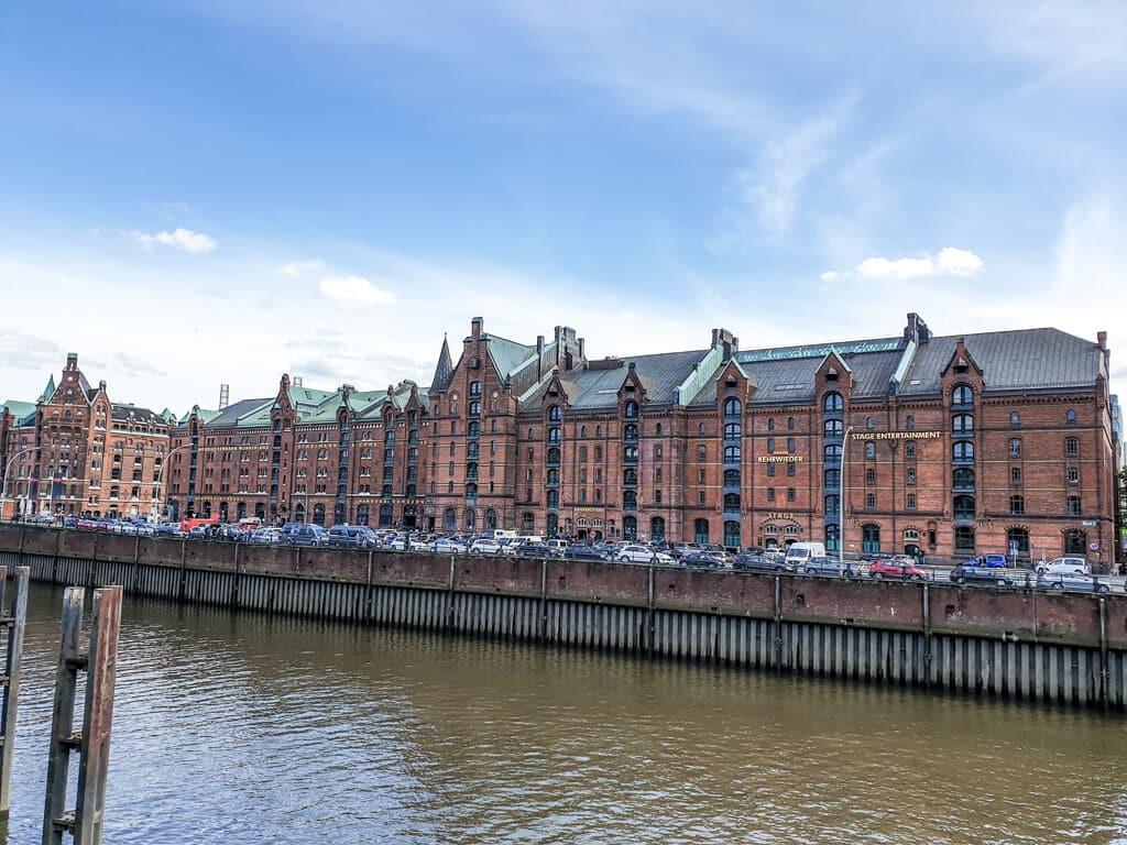 Speicherstadt Hamburg - Blick über einen Kanal auf die Kontorhäuser