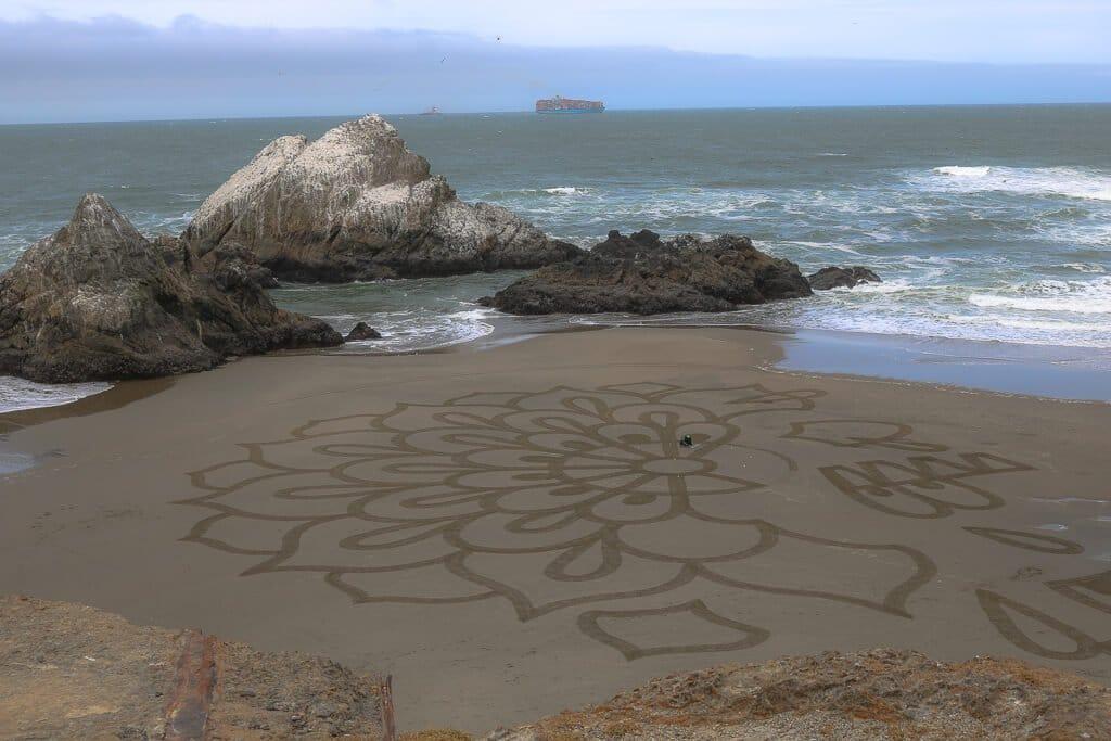 San Francisco - Lands End - Strand mit Felsen - Kunstvolles Bild im Sand