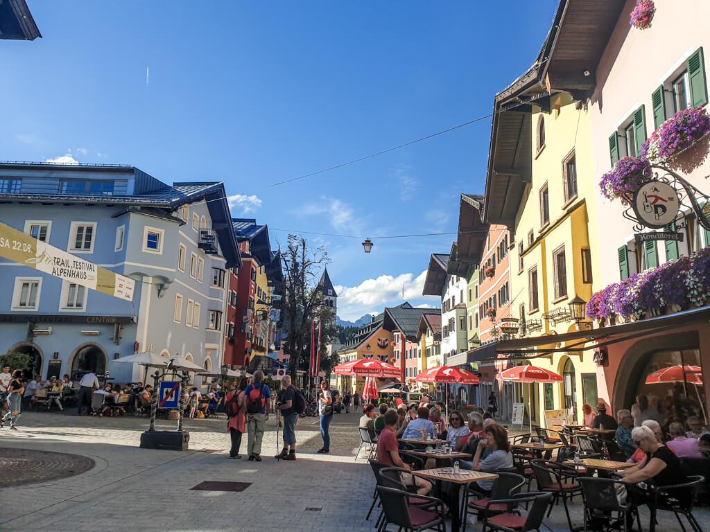 bunte Fassaden in der Altstadt von Kitzbühel