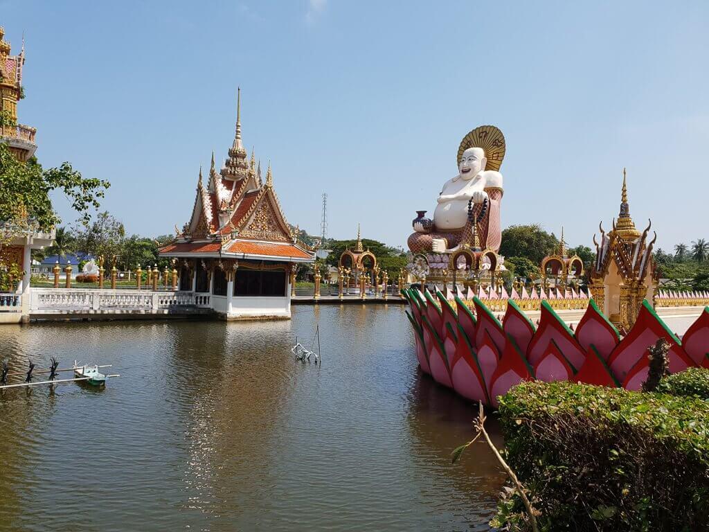Wat Plai Laem - Überblick über die Tempelanlage im See