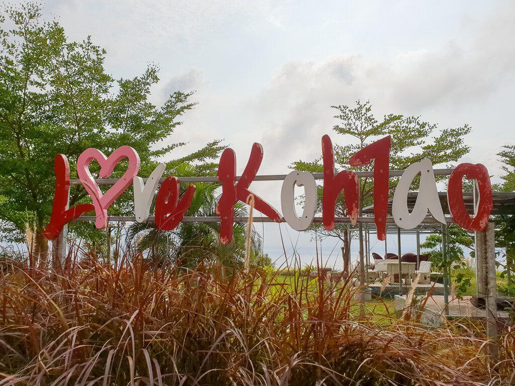 Schriftzug Love Koh Tao in bunten Buchstaben