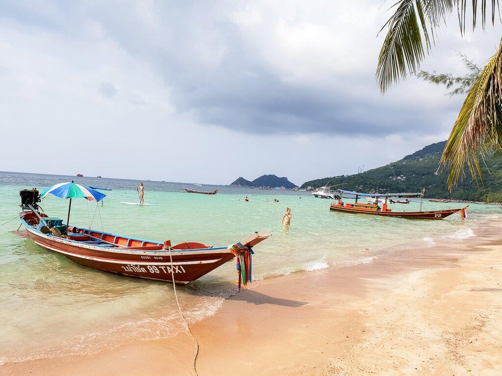 Thailand - Koh Tao - Strand mit Longtailboot