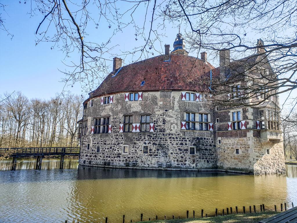 Burg Vischering mit Wassergraben