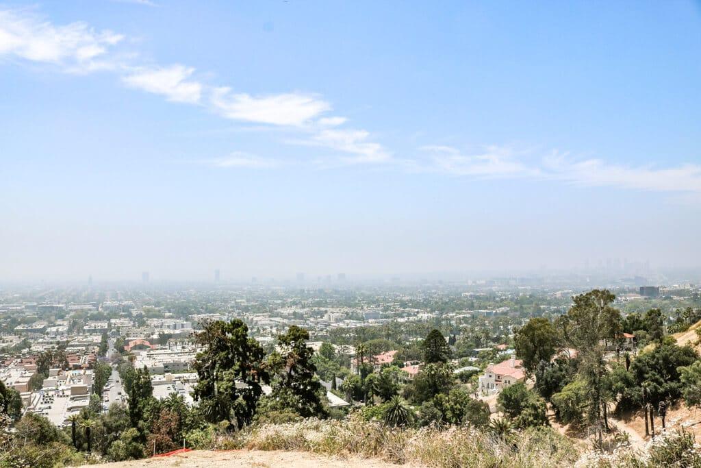 weitere Aussichten von einem Hügel auf Los Angeles