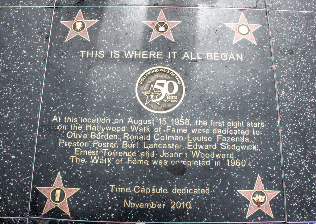 "Gehwegplatte auf dem Walk of Fame mit Inschrift ""This is where it all began"""