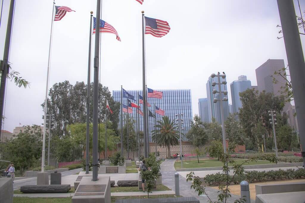 Los Angeles - Downtown - Grand Park - Gedenkstätte - Flaggen