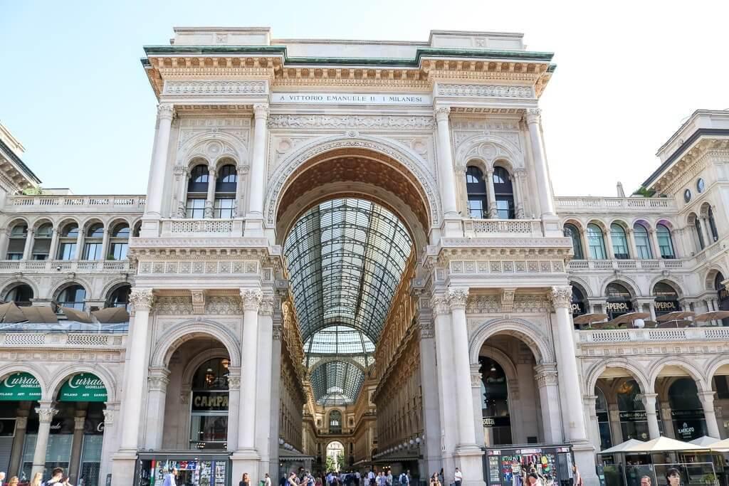 Mailand - Galleria Vittorio Emanuele - Prächtiger Torbogen am Eingang der Einkaufspassage