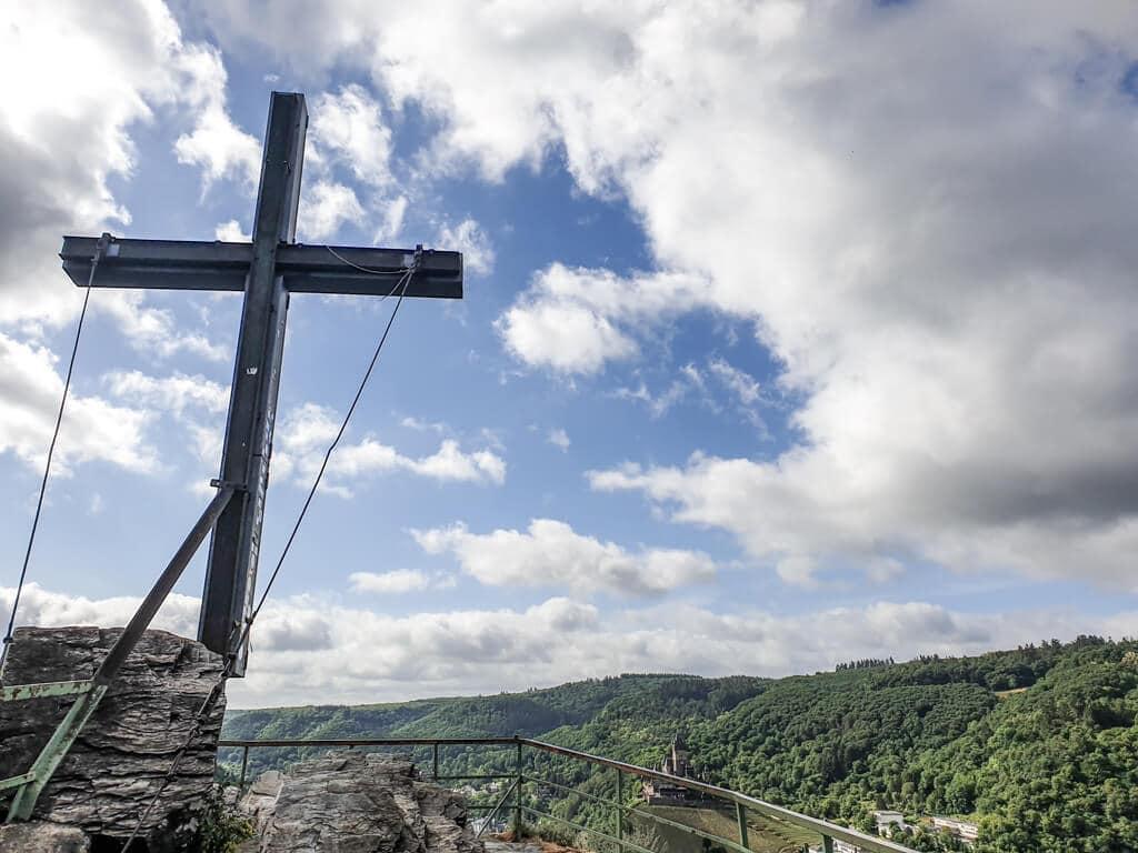 Pinnerkreuz Cochem mit Ausblick auf den Ort