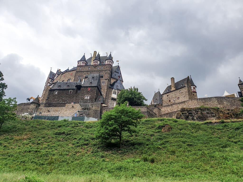 Blick auf die Burg Eltz von unten