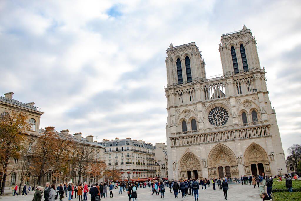 Notre-Dame Paris - Kirche mit zwei Türmen