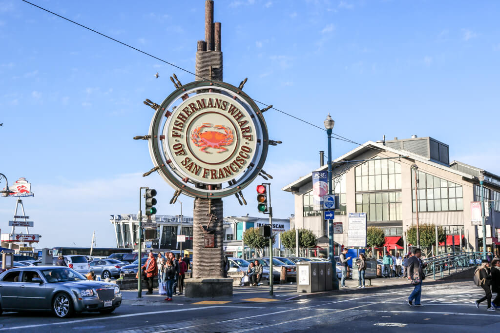 """großes Schild in Form eines Ankers mit Aufdruck """"Fishermans Wharf San Francisco"""""""