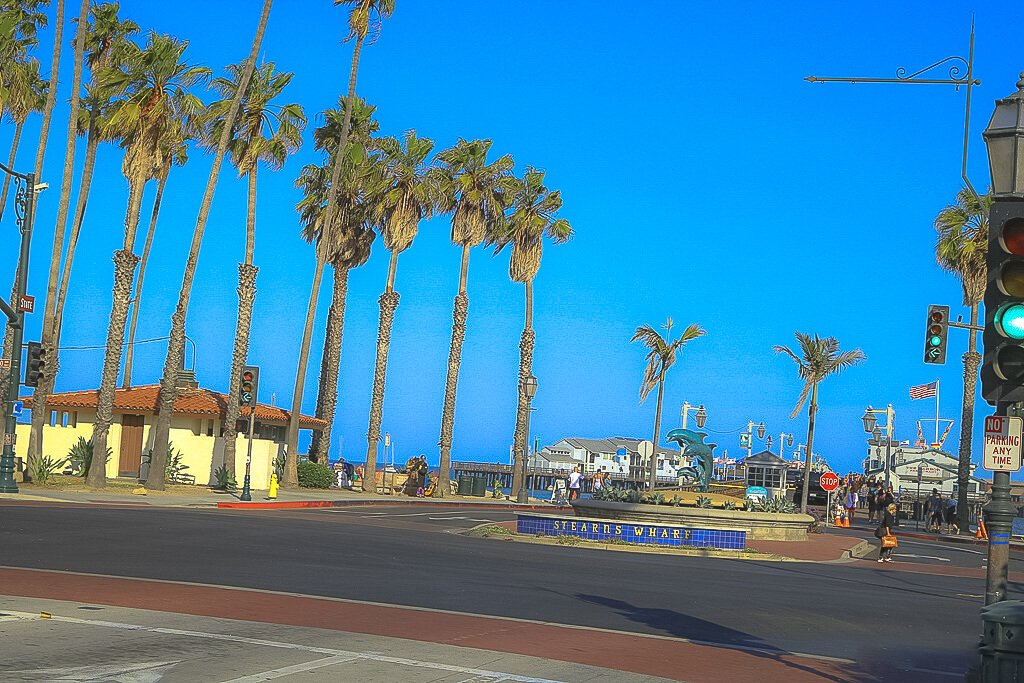 Santa Barbara - Stearns Wharf - Delfin-Statue