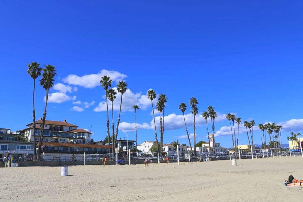 Santa Cruz - Strand - Palmen - Häuser