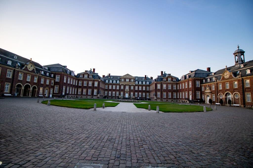 Schloss Nordkirchen mit Nebengebäuden und Innenhof