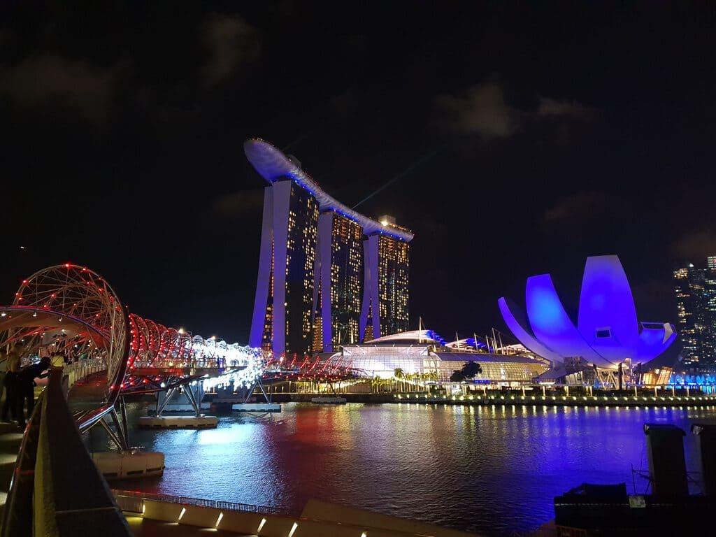 Marina Bay bei Nacht - Helix Bridge, Marina Bay Sands