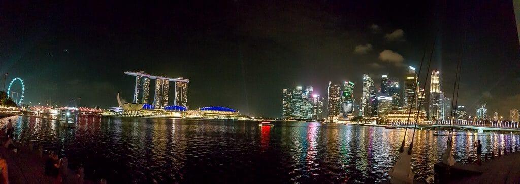 Skyline Singapur bei Nacht