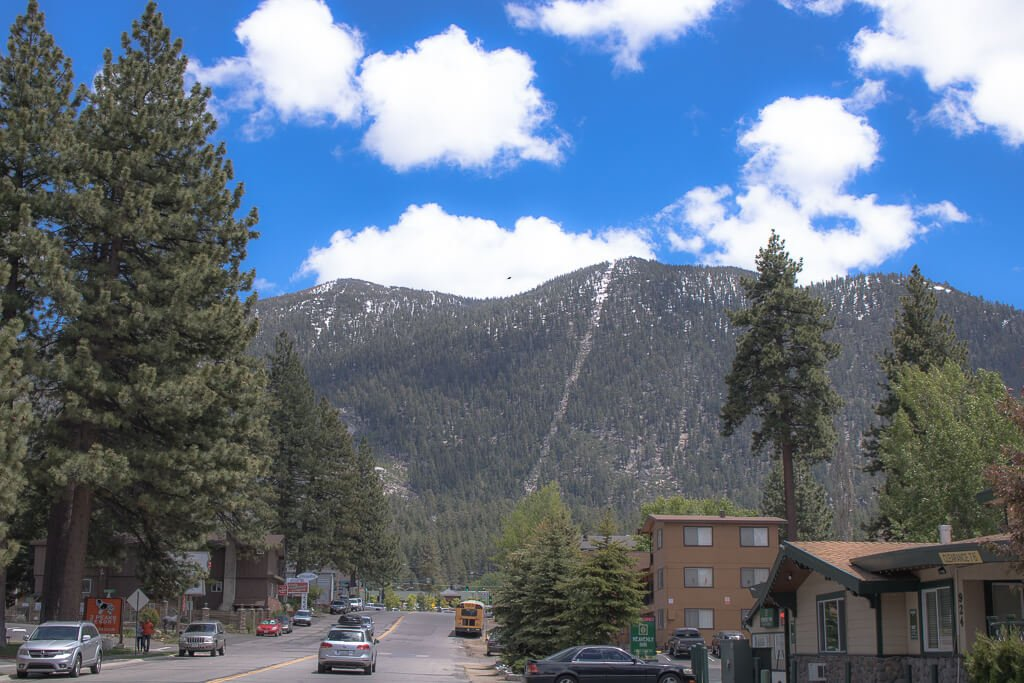 South Lake Tahoe - Straße, Berge