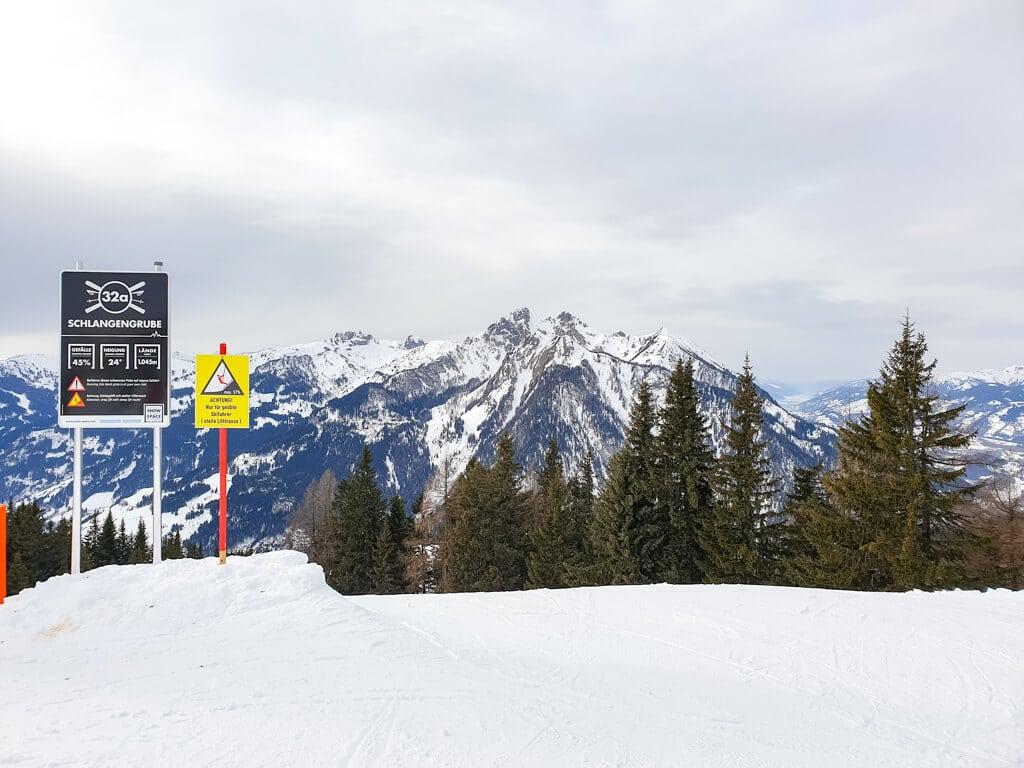 Schild auf der Skipiste