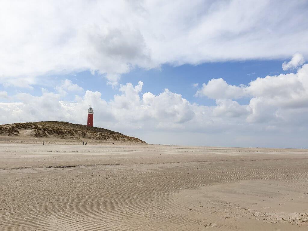 Texel - Strand mit Blick auf den Leuchtturm