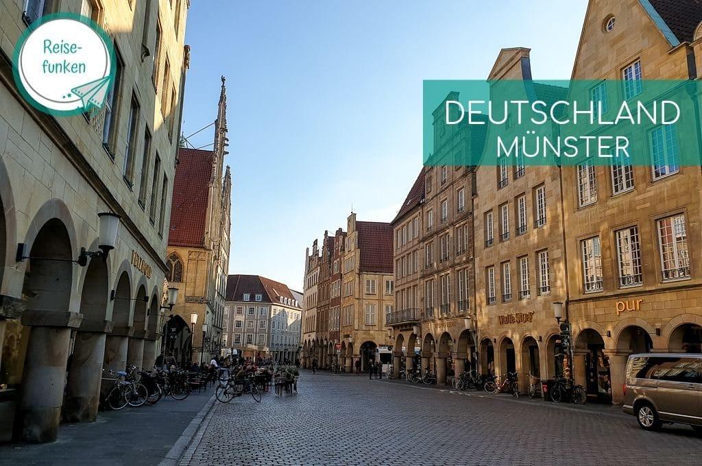 Prinzipalmarkt Münster - Häuser mit Rundbögen / Laubengängen auf beiden Seiten der Straße