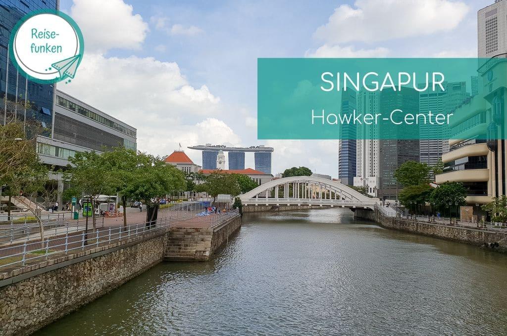 Singapur - Blick über den Fluss mit einer Brücke bis zum Marina Bay Sands