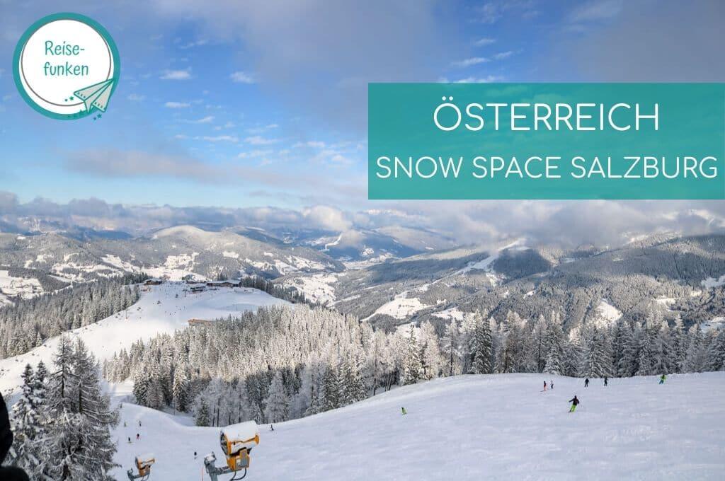 Schneebedeckte Berge mit vielen Bäumen im Snow Space Salzburg