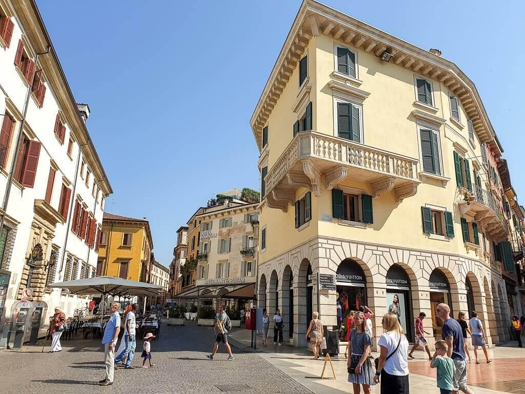 Häuserblock in der Altstadt von Verona