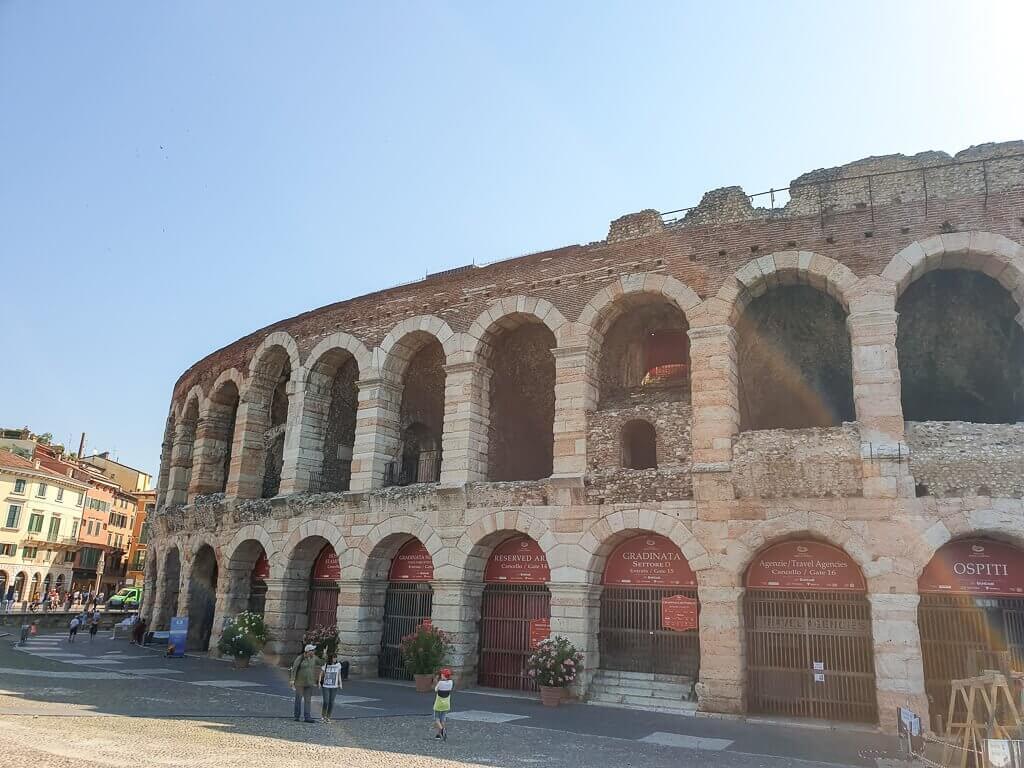 Arena di Verona - Amphiteater mit zwei Etagen und Rundbögen