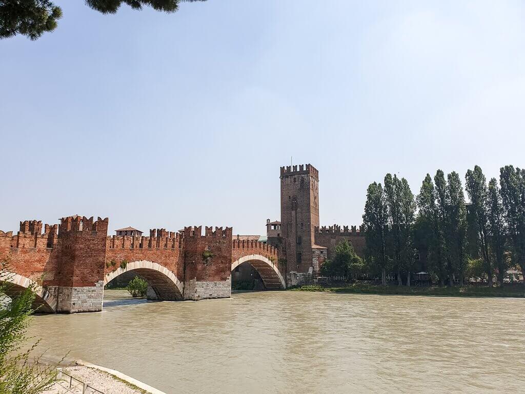 gemauerte Brücke mit drei Rundbögen