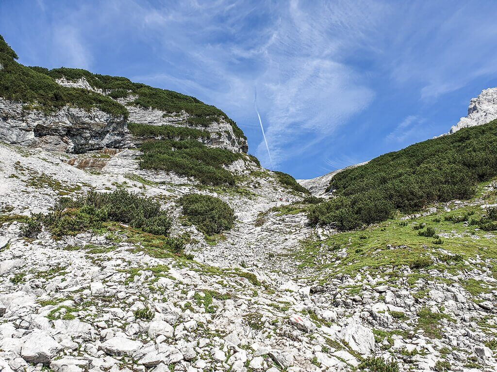 Felsen und Geröll am Berg