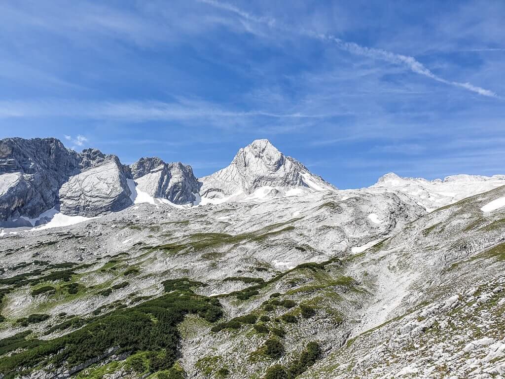 Bergpanorama mit blauem Himmel